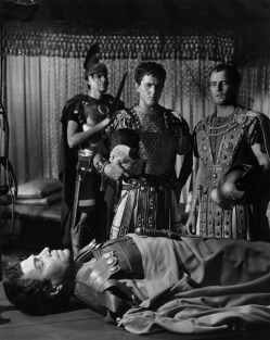 the mistakes made by brutus in the shakespeares julius caesar In william shakespeare's play 'julius caesar', brutus plays one of the  brutus  however made the mistake of not killing mark anthony as well.